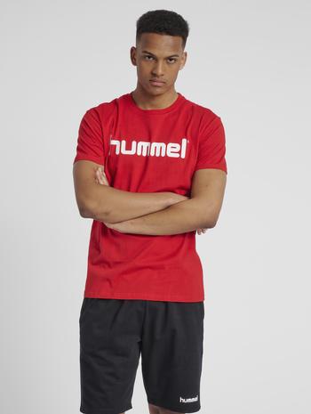 HUMMEL GO COTTON LOGO T-SHIRT S/S, TRUE RED, model