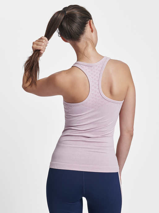 CLASSIC BEE CI SEAMLESS TOP, BURNISHED LILAC, model