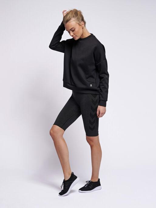 hmlESSI SWEATSHIRT, BLACK, model