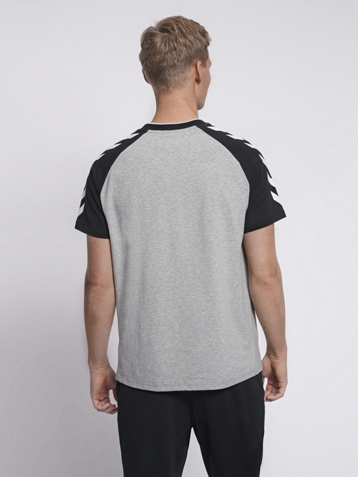 hmlMARK T-SHIRT S/S, GREY MELANGE, model
