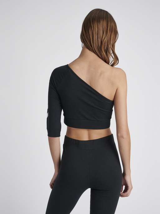 hmlVINNI CROPPED TOP, BLACK, model
