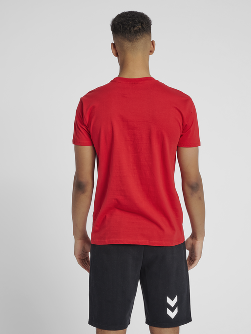 HUMMEL GO COTTON LOGO T-SHIRT S/S, TRUE RED, model