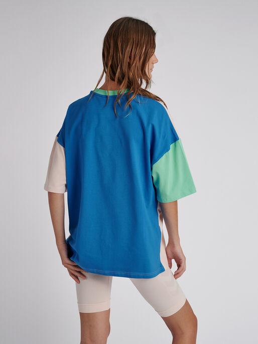 hmlFERIE T-SHIRT S/S, BLUE ASTER, model