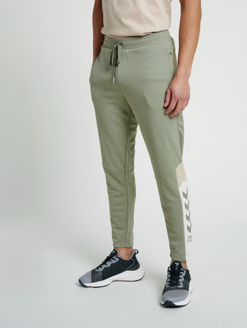 hmlALEC TAPERED PANTS, VETIVER, model