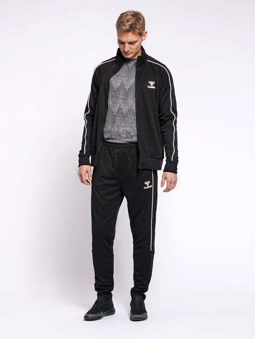 hmlARNE TAPERED PANTS, BLACK, model