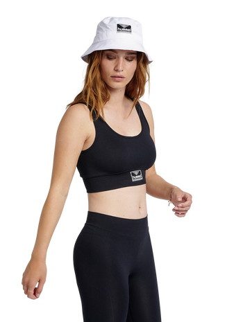 hmlHEROINE SEAMLESS CROPPED TOP, BLACK, model