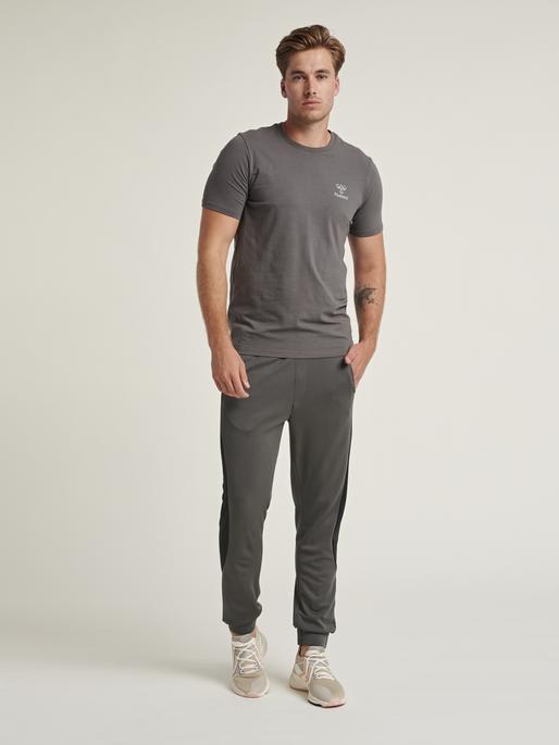 hmlTRUMAN LOOSE PANTS, MAGNET, model
