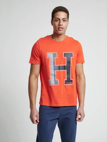 hmlLANEWAY T-SHIRT, FIESTA, model