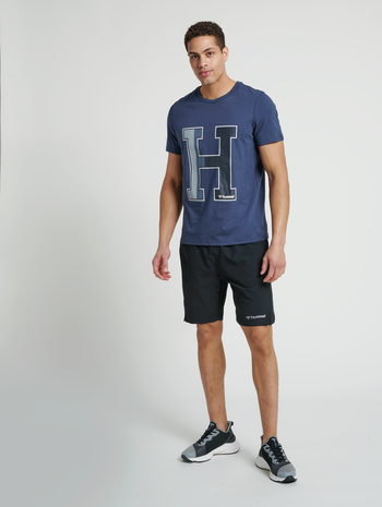 hmlTORIN SHORTS, BLACK, model