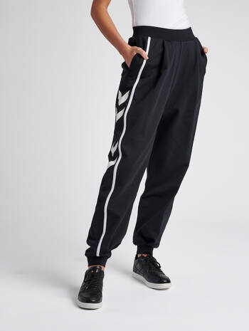 hmlCRISSY OVERSIZED PANTS, BLACK, model