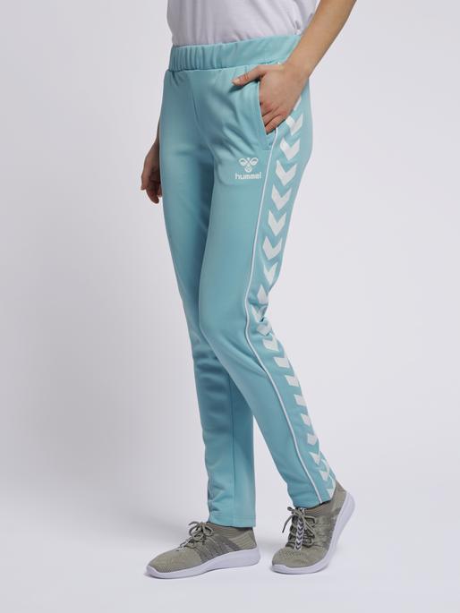 hmlJINA SLIM PANTS, AQUARELLE, model