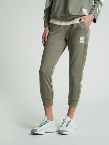 hmlESTRID REGULAR 7/8 PANTS, VETIVER, model
