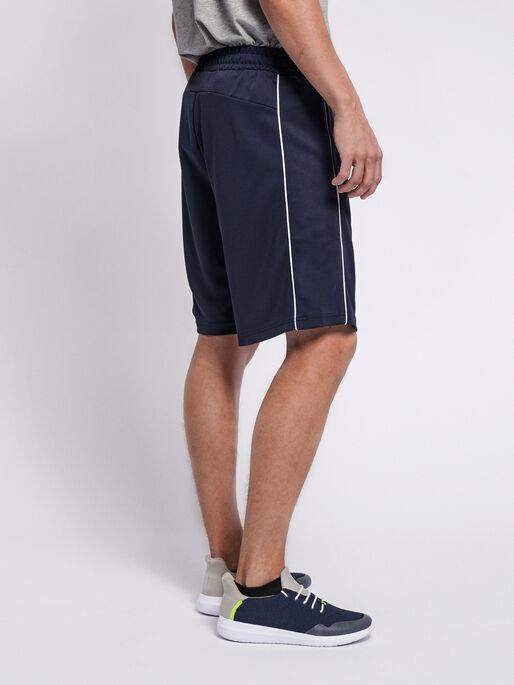 hmlARNE SHORTS, BLACK IRIS, model
