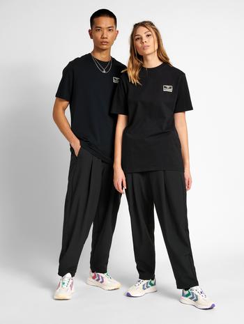 hmlFERIE T-SHIRT, BLACK, model