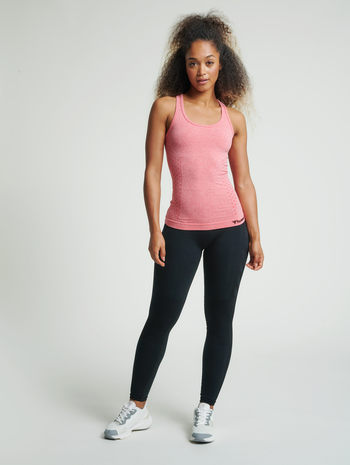 hmlCI SEAMLESS TOP, SUGAR CORAL MELANGE, model