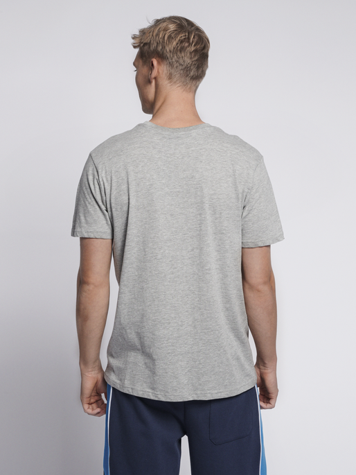 hmlRAGNAR T-SHIRT S/S, GREY MELANGE, model