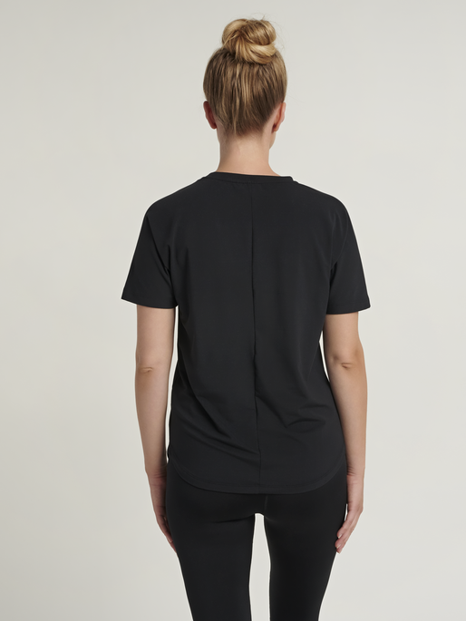 hmlREESE T-SHIRT, BLACK, model