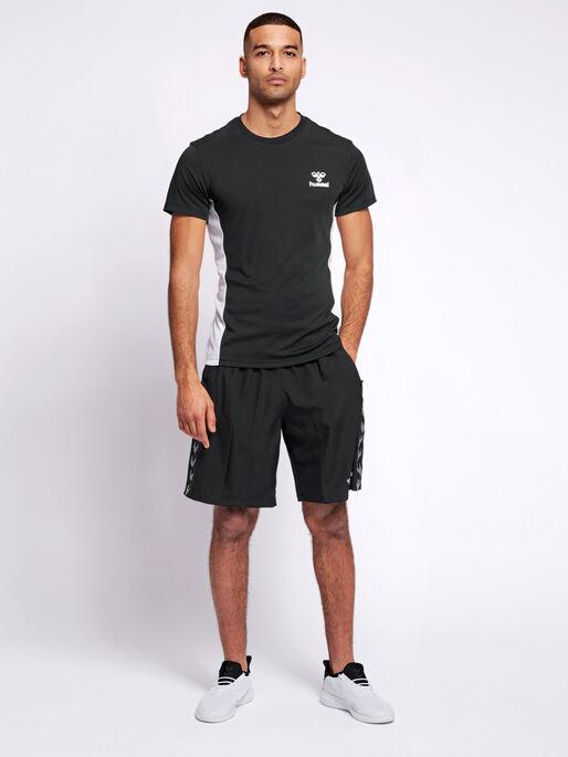 hmlEINO T-SHIRT S/S, BLACK, model
