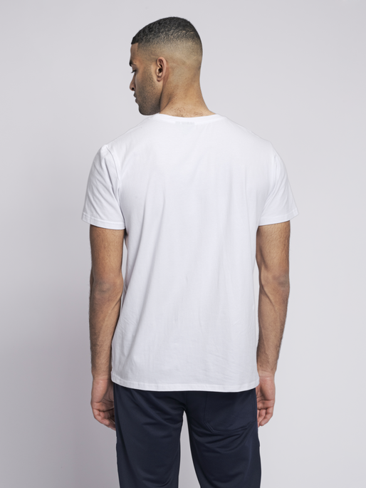hmlSIGGE T-SHIRT S/S, WHITE, model