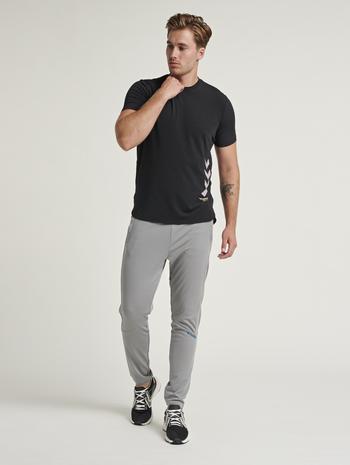 hmlMARLEY T-SHIRT, BLACK, model