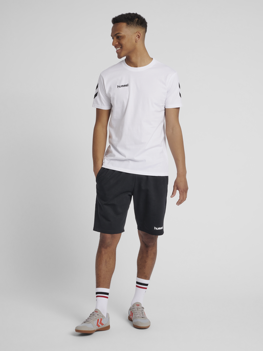 HUMMEL GO COTTON T-SHIRT S/S, WHITE, model