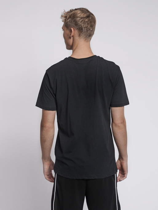 hmlRAGNAR T-SHIRT S/S, BLACK, model
