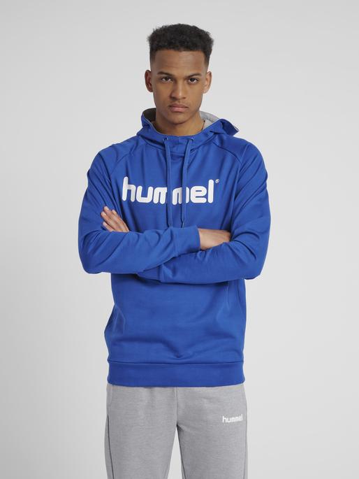 HUMMEL GO COTTON LOGO HOODIE, TRUE BLUE, model