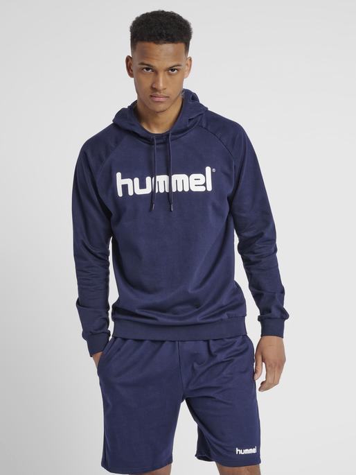 HUMMEL GO COTTON LOGO HOODIE, MARINE, model