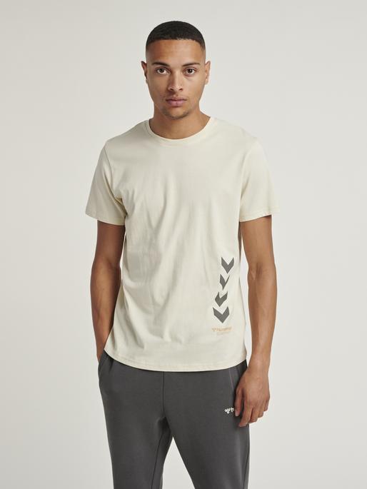 hmlPARSON T-SHIRT, BONE WHITE, model
