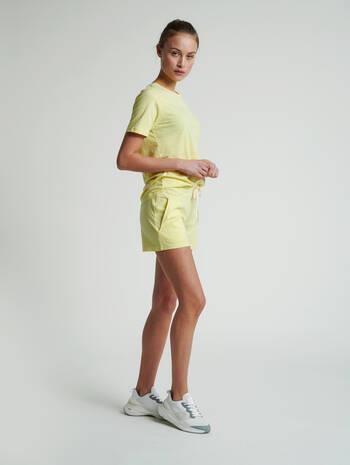 hmlZANDRA SHORTS, CELANDINE MELANGE, model