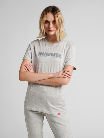 hmlLEGACY T-SHIRT, GREY MELANGE, model