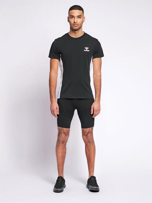hmlMARTIN SEAMLESS CYCLING SHORTS, BLACK, model