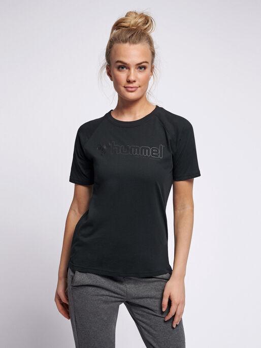 hmlZENIA T-SHIRT S/S, BLACK, model