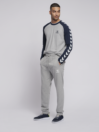 hmlISAM REGULAR PANTS, GREY MELANGE, model