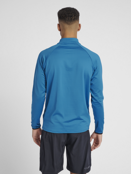 hmlAUTHENTIC PRO HALF ZIP SWEAT, CELESTIAL, model