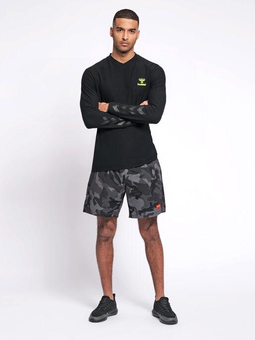 hmlJAREL T-SHIRT L/S, BLACK, model