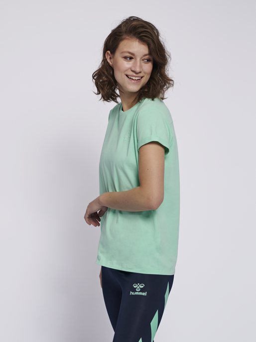 HMLISOBELLA T-SHIRT S/S, ICE GREEN, model