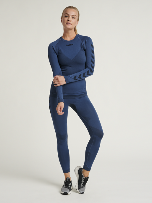HUMMEL FIRST SEAMLESS JERSEY L/S WOMAN, DARK DENIM, model