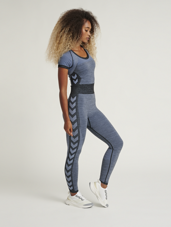 hmlSKY SEAMLESS JUMPSUIT, BLACK/FADED DENIM, model
