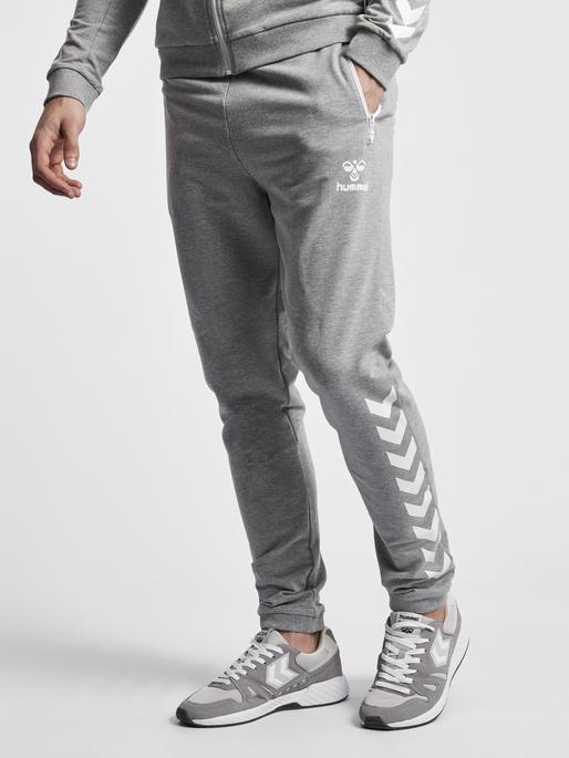 HMLRAY PANTS, GREY MELANGE, model