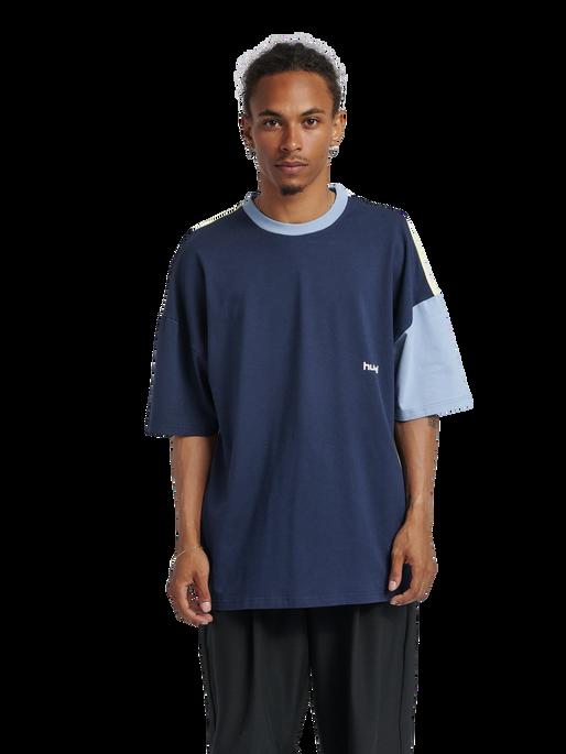 hmlMULTI COLOR T-SHIRT, BLACK IRIS, model