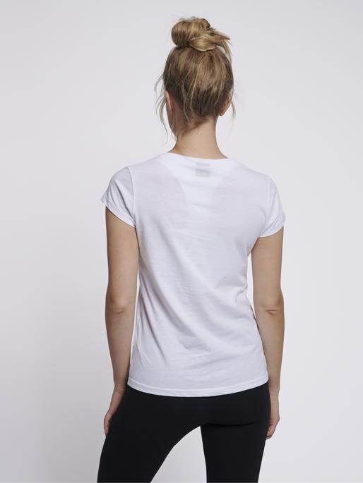 hmlCEDAR T-SHIRT S/S, WHITE, model