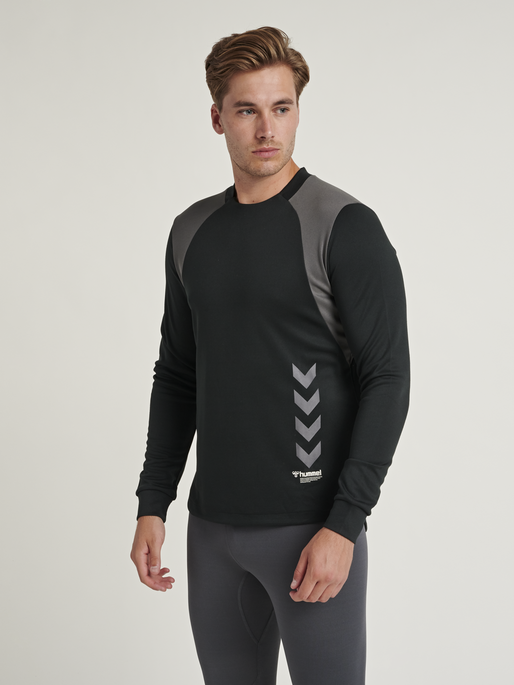 hmlTRUMAN SWEATSHIRT, BLACK, model