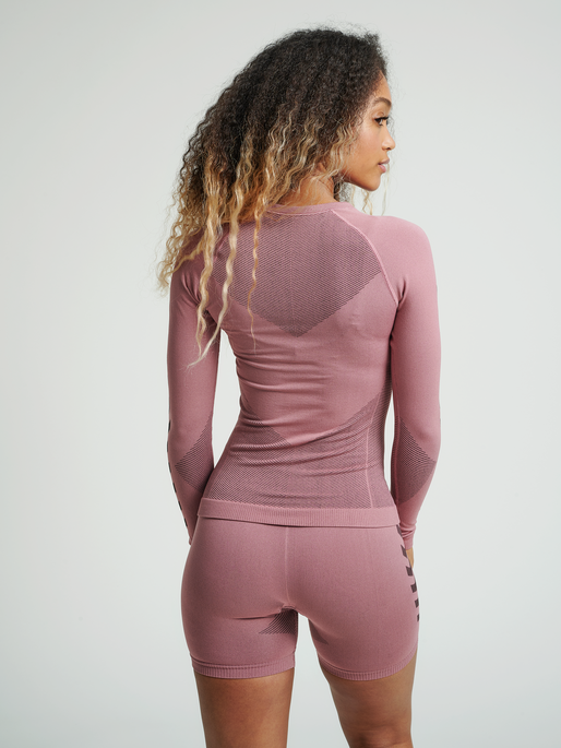 HUMMEL FIRST SEAMLESS JERSEY L/S WOMAN, DUSTY ROSE, model