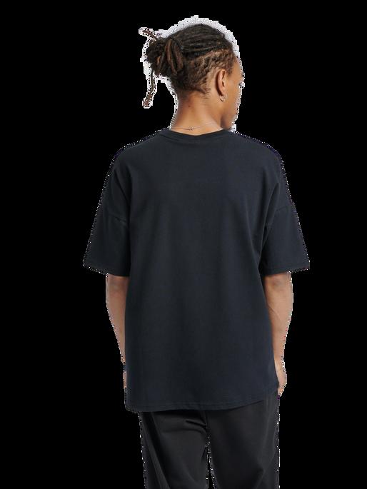 hmlBEACH BREAK T-SHIRT, BLACK, model