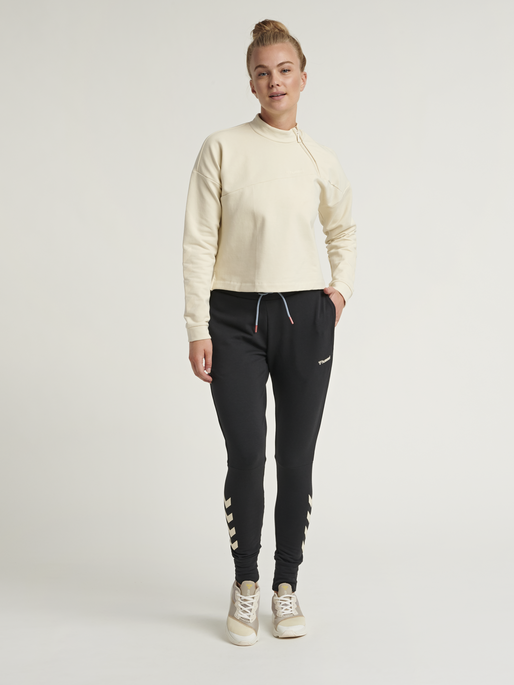 hmlFLEW SHORT SWEATSHIRT, BONE WHITE, model
