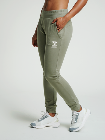 hmlSKYLAR REGULAR PANTS, VETIVER, model