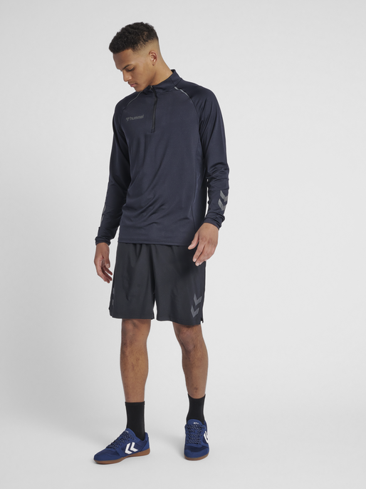 hmlAUTHENTIC PRO HALF ZIP SWEAT, ANTHRACITE, model