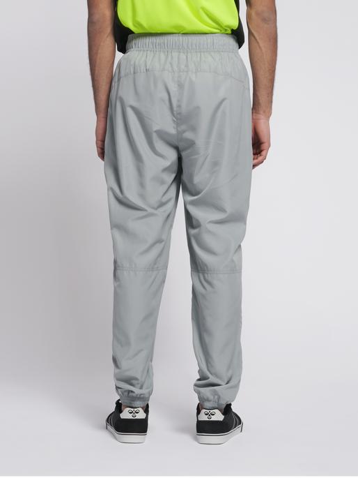 hmlMAGNUS LOOSE PANTS, QUARRY, model