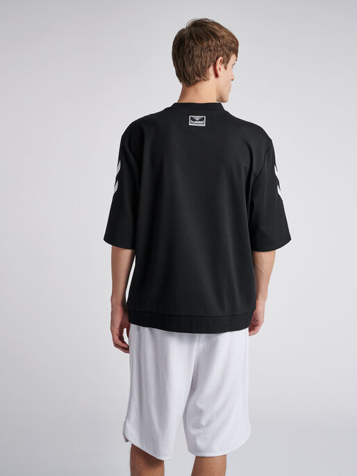 hmlCLAES LOOSE T-SHIRT S/S, BLACK, model